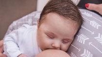 授乳クッションを使った寝かせ方。いつまで寝かしつけをしたかなど