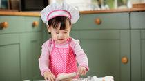 2歳の子どもが使いやすいエプロンや三角巾。選び方や作り方