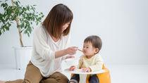 【離乳食中期】モグモグ期はいつから?食事量や進め方、ゴックン期との違い