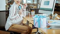 職場の産休に入る方へのプレゼント。贈るときのマナーや選び方など