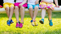 子どもの夏用の靴を選ぶポイント。子どもが快適にすごせる靴とは