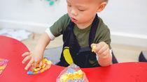 保育園で使うエプロンを用意するとき。選ぶポイントや種類と作り方