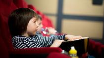 映画館や美術館などで知っておくべき子どものマナーとは