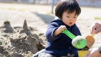子どもと砂場遊びを楽しもう!定番の道具や遊び方のアイディア