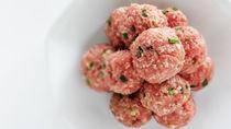 離乳食に作る豚肉の肉団子。やわらかく仕上げるコツやアレンジ法