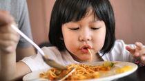 パスタに合うおかずとは。豚肉や野菜を使った簡単レシピ