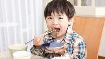 子どもに食事やお箸のマナーを教えるとき。教えた内容や教え方のコツ