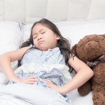 【小児科医監修】子どもが胃腸炎になったら保育園はいつから行ける?症状や潜伏期間