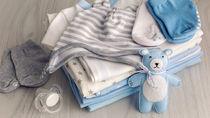 男の子の赤ちゃんが着る服を用意しよう。素材やデザインなど選ぶポイント