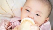 寝かしつけのミルクはいつまで?やめ方や切り替えるときの工夫