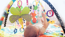 赤ちゃんが楽しく遊べるベビージムを用意しよう。種類や選ぶポイント