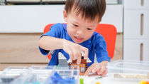 年長の男の子が遊ぶおもちゃについて。選ぶポイントや手作りしたもの