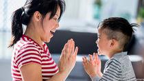 幼児といっしょに楽しめる手遊びとは。簡単な動物の手遊びを紹介