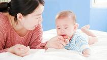 赤ちゃんがぐずるのはどういうとき?ずっと泣く、昼寝しないときの対処法