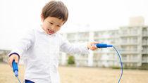 縄跳びはいつから始める?縄跳びの選び方や技、教え方を知ろう