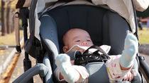 新生児期から生後3カ月頃までの赤ちゃんの外出。ぐずるときの対応について