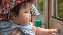 電車で赤ちゃんがぐずるときの対応。電車に乗るときに意識すること
