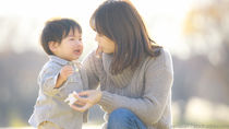 子どもがしつけで泣くとき。ママたちが考える理由と対応方法とは