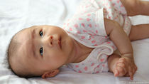 寝返りをする赤ちゃんの布団について。ずれるときに使ったものとは