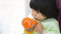 幼児の飲みもの。種類や量と飲ませ方や、わざと出すときの対処法