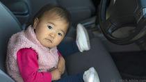 赤ちゃんといっしょに車で帰省するとき。車内でのすごし方や持ち物