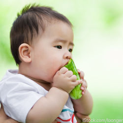 1歳の子どもはきゅうりを生で食べられる?簡単レシピや食べないときの工夫