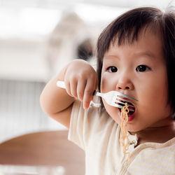 1歳の子どもに作る簡単なラーメンのレシピ。味噌や醤油のスープの作り方
