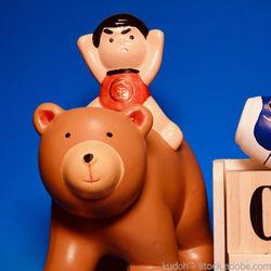 木製の五月人形。木彫りの兜や木目込み人形の選び方
