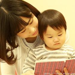 寝る前の絵本の読み聞かせはいつから?赤ちゃんに読み聞かせるときに意識すること