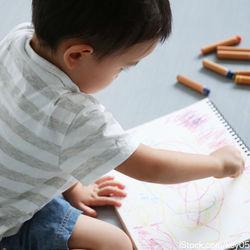 2歳児が使うクレヨンの選び方。子どもといっしょにお絵描きを楽しもう