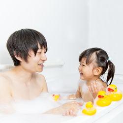 女の子といっしょのお風呂はいつまで?ひとりで入るための練習方法など