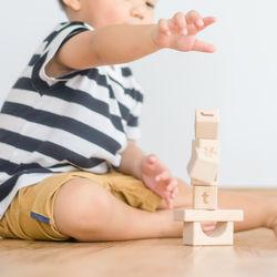 2歳の男の子に贈るプレゼント。予算別や選ぶポイント