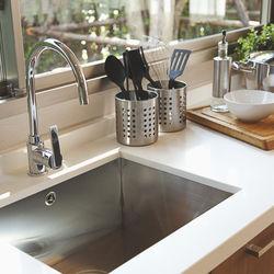 素敵なキッチンをいつも綺麗な状態に。水垢の掃除法や落とし方