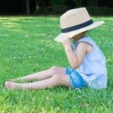 子どもの人見知りは成長の過程。克服するためにママができるフォローとは