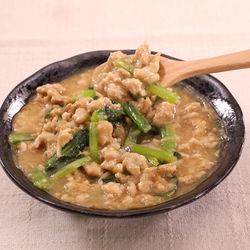 丼ものやお弁当にも。しょうが香る小松菜の鶏そぼろ煮