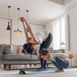 家の中で体を動かす。年齢別の親子で楽しむ室内の運動遊び