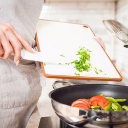 働き夫婦の時短家事のコツ。料理・洗濯・掃除にかかるのは平均3時間