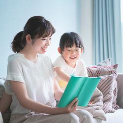絵本を選ぶときのポイント。子どもに読み聞かせるときのコツとは
