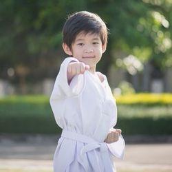 体を鍛える習い事「空手」は何歳から始める?教室の選び方や習わせるメリット