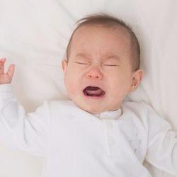 寝ない、泣く、など新生児の寝ぐずりで悩んだママたちが試した克服方法とは