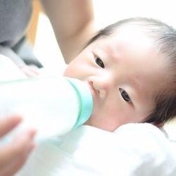 赤ちゃんの体重の悩み。平均と比べて体重が軽い・重い場合に考えたいこと