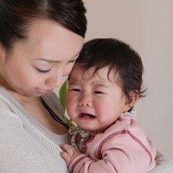 日本とは違う?海外の夜泣き事情。「部屋は別、放置?」について調査