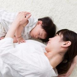 寝かしつけ時の添い乳はいつまで?保育園や家で行う対応法