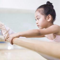 子どものスポーツの習い事。メリットや費用、始めた時期ときっかけ