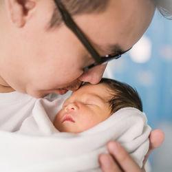 男性の仕事と子育ての両立。パパたちにきく、育児の悩みとコツ