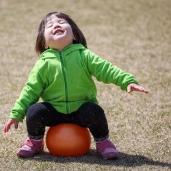 外遊びの楽しいおもちゃ。小学生になったらどんな遊びをするのか