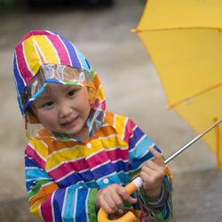 雨の日の子乗せ自転車。レインカバーやレインコートなど、雨よけ対策を紹介