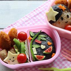 幼稚園のお弁当包み。年少〜年長さん向けの袋やケース、ナフキンなど