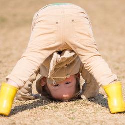 子どもの外遊びはいつから?時間や遊具、おもちゃ、帽子などあると便利なもの