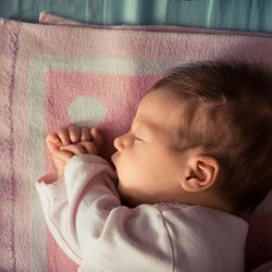 夜泣きのピークや終わる時期。新生児期から2歳児の幼児期の夜泣き対策